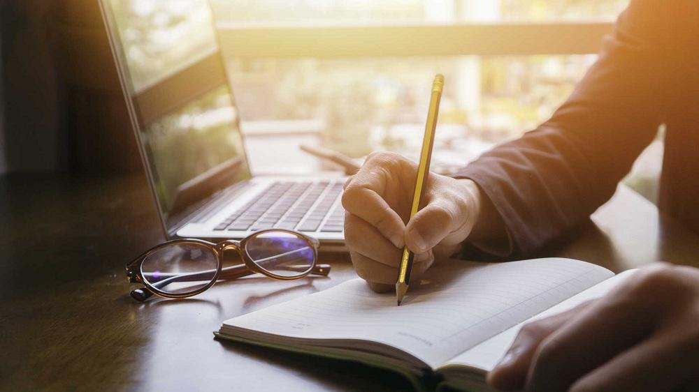 Komitmen, untuk Menulis dan Berbagi Setiap Hari